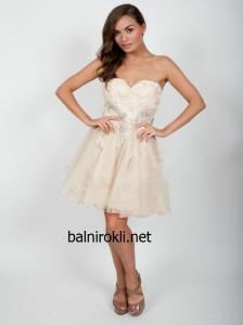 къса абитуриентска рокля с дантела