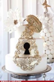 торта със златна украса