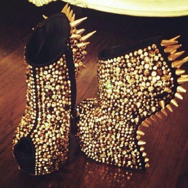 Екстравагантните Обувки на Лейди гага