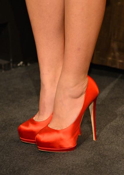 Червени Официални Обувки с Висок Ток