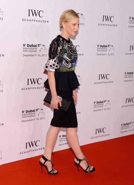 Кейт Бланшет с Красиви Черни Вечерни Сандали