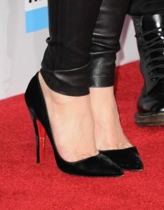 Гуен Стефани с Елегантни Официални Черни Обувки на Висок Ток