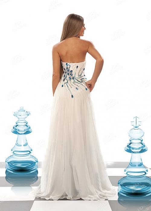 бяла елегантна дълга рокля