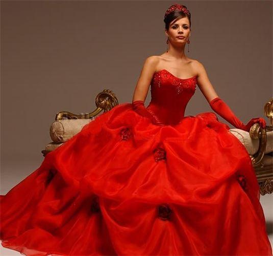 червена бална рокля принцеса