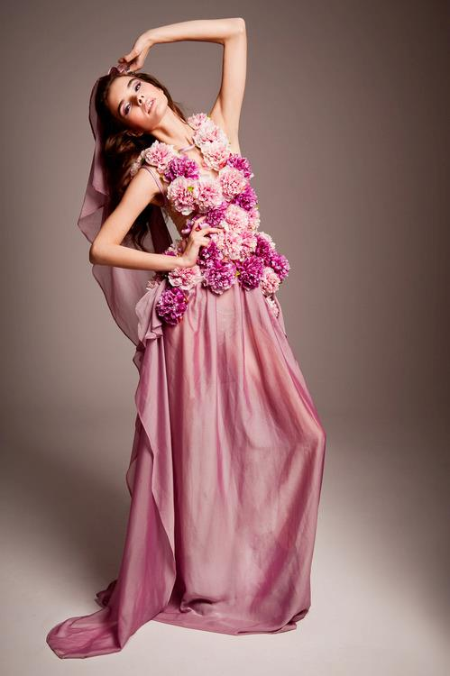 бална рокля с рози