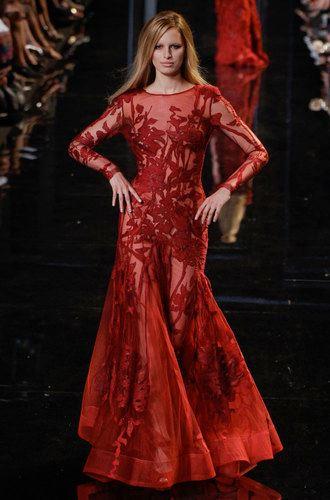 червен бална рокля