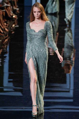 бална рокля с цепка