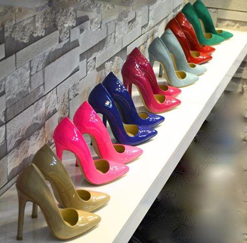 цветни обувки за лятото