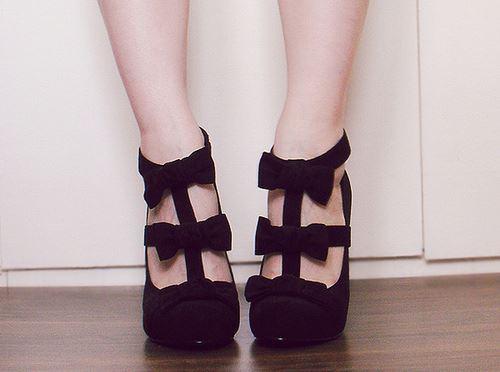 елегантни черни обувки