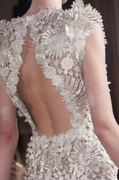 рокля с дантела