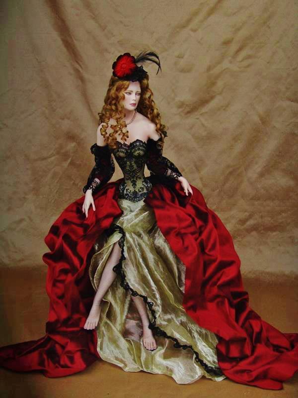 рокля с червен шлейф