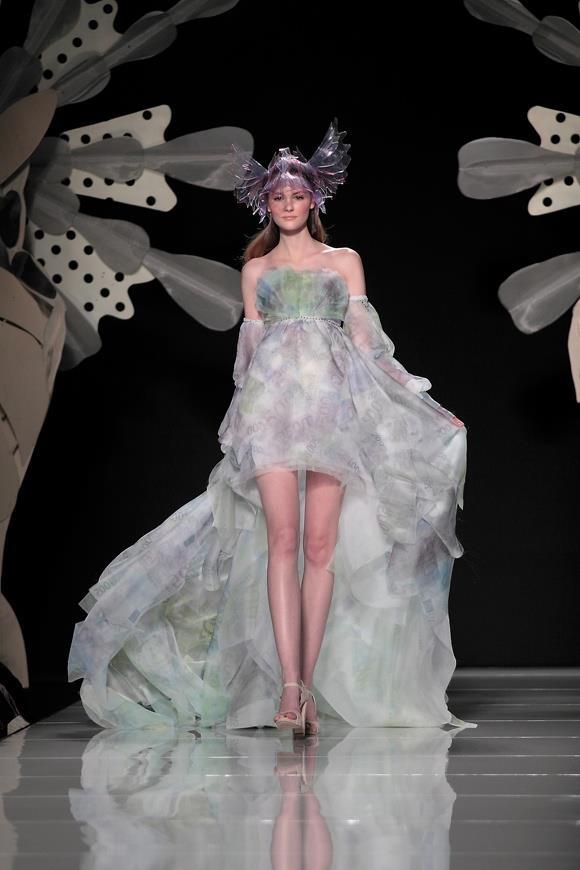 фълга бална рокля шлейф