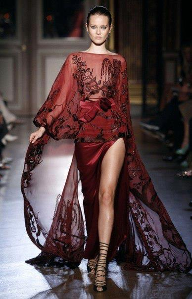 секси дълга червена рокля с цепка