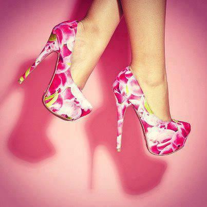 високи обувки на цветя