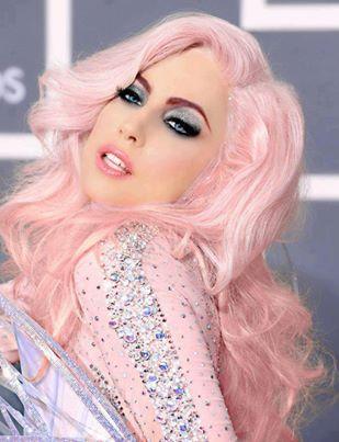лейди ГАГА с розова коса