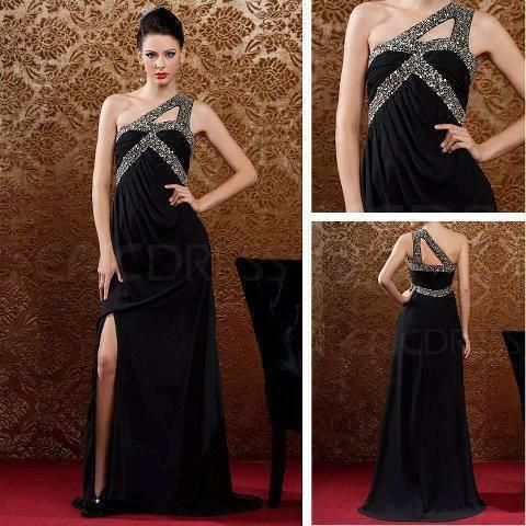 секси черна рокля с презрамки