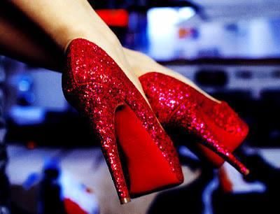 червени бални обувки