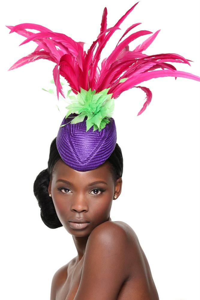модерна дамска шапка с пера
