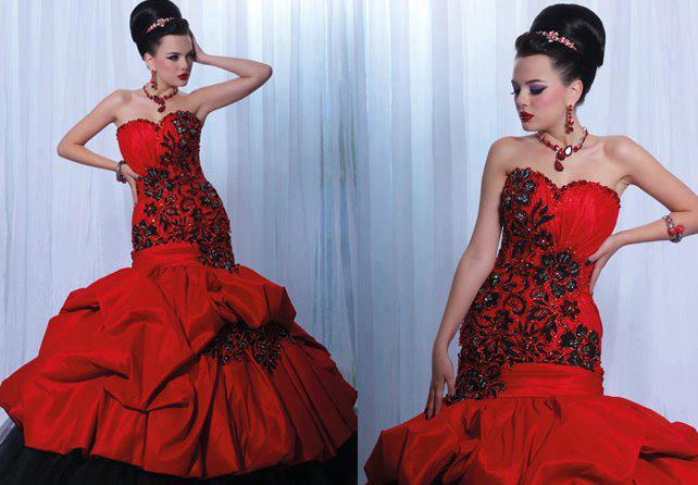 дълга червена бална рокля