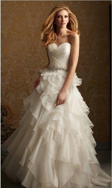 дълга елегантна бяла рокля