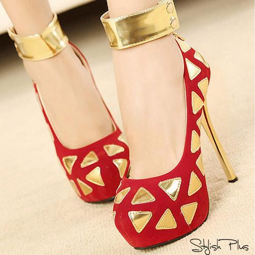 ефектни златни обувки