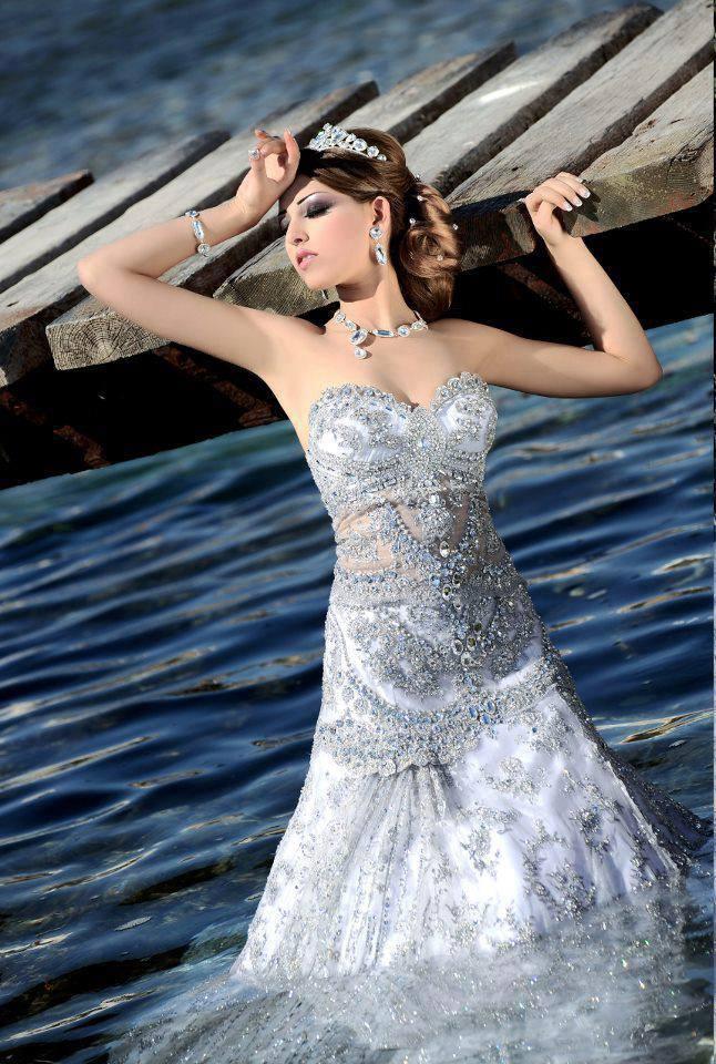 елегантна сребриста рокля