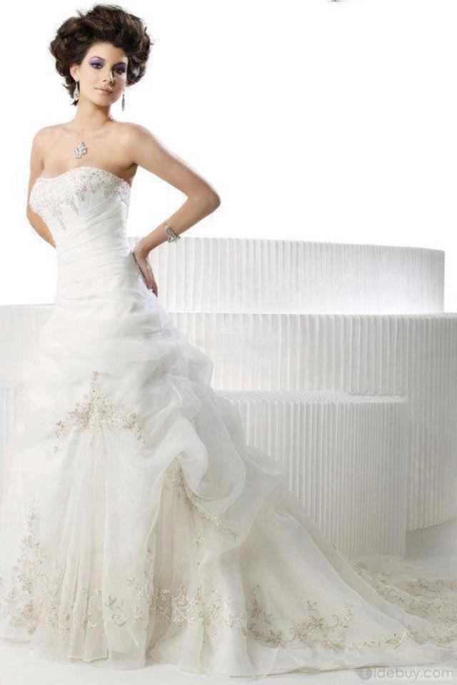 бяла сватбена рокля