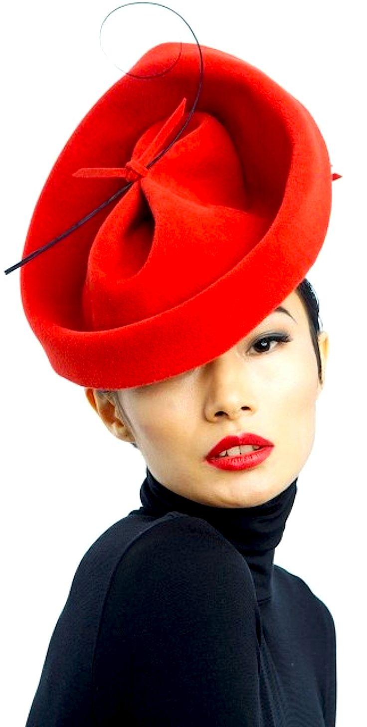 червена дамска шапка