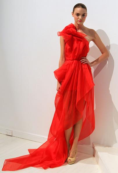 червена елегантна бална рокля