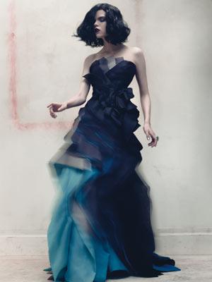 синя бална рокля