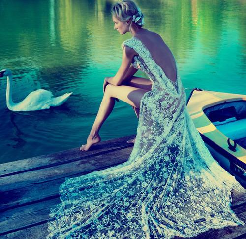 бална рокля гол гръб
