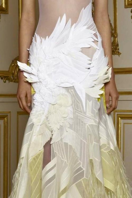 авангардна бална рокля