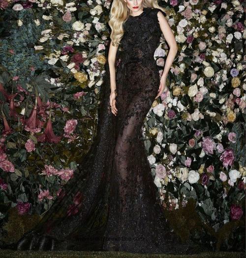 загадъчна черна официална рокля
