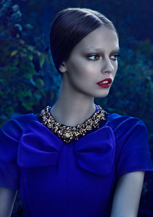 синя елегантна рокля
