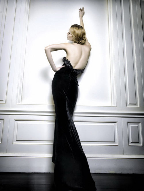 елегантна черна рокля гол гръб