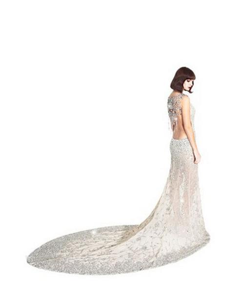 дълга бална рокля с шлейф
