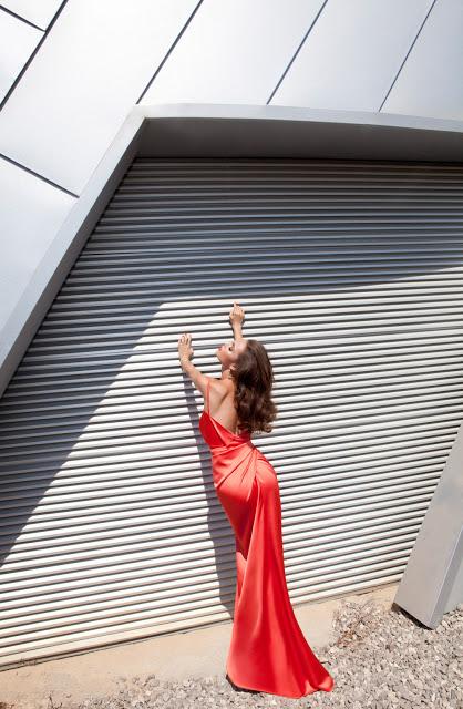 секси червена дълга рокля