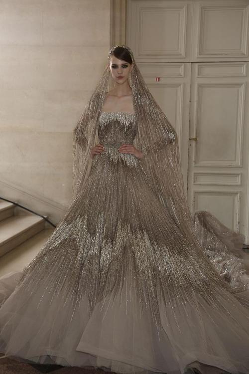 романтична бална рокля