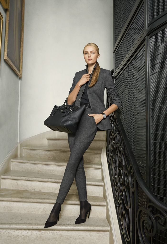 елегантен костюм в сиво