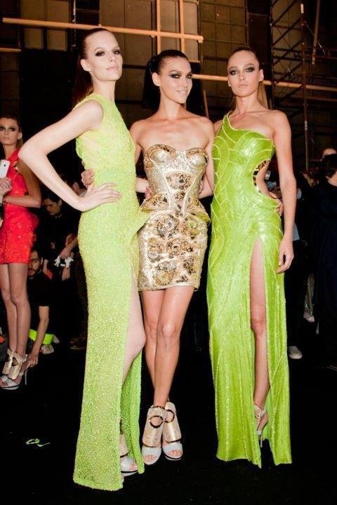 бални рокли с цепки