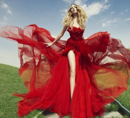 червена бална рокля с цепка