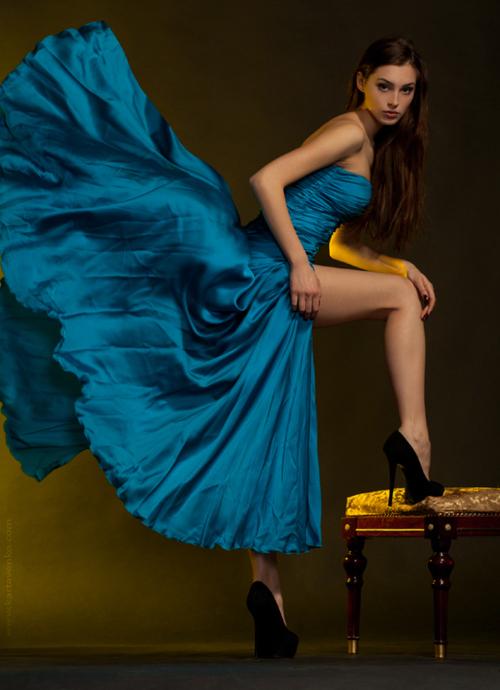 синя феерична официална рокля