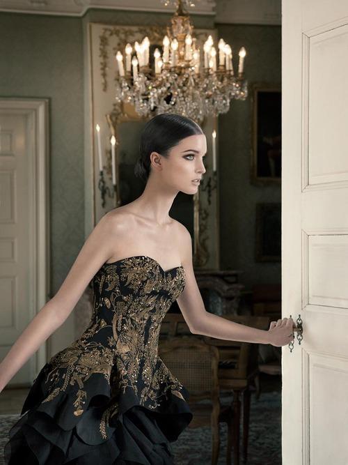 бална рокля с корсет