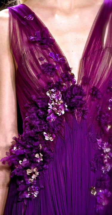 лилава бална рокля с рози