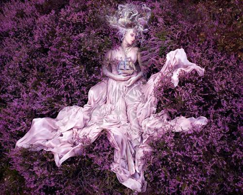 кралицата на цветята -бална рокля в лилаво