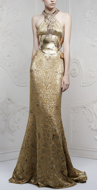 златна дълга рокля