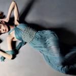 дълга синя бална рокля
