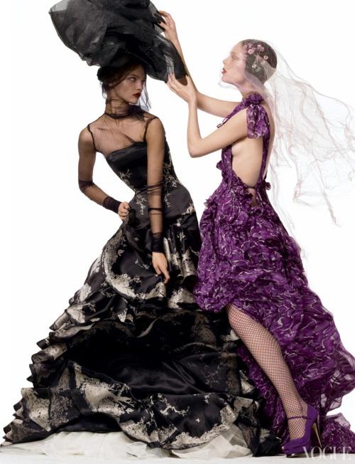 бални рокли в черно и лилаво