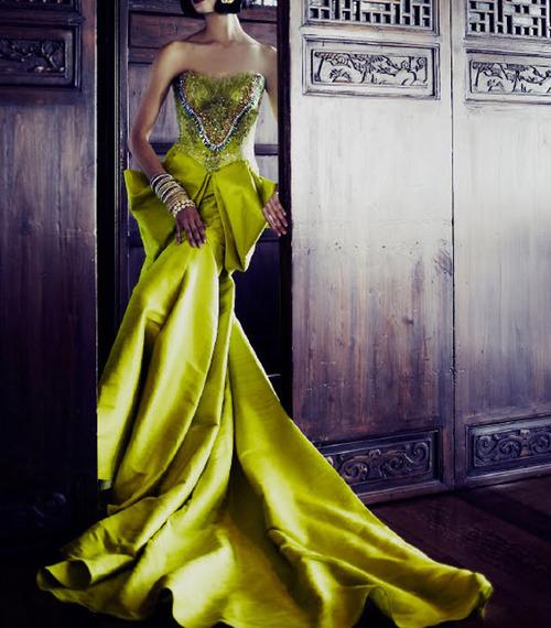 дълга бална рокля