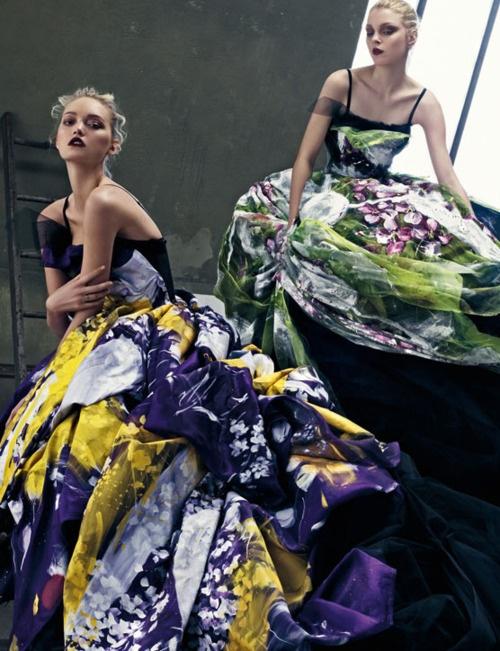 многоцветни бални рокли